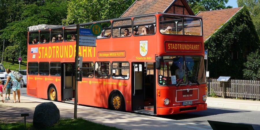 Roter Bus in Schwerin